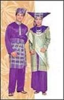 http://mannaismayaadventure.files.wordpress.com/2010/09/pakaian-adat-sumatra-barat1.jpg?w=127&h=198